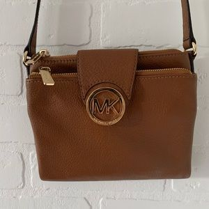 Micheal Kors Tan crossbody clutch